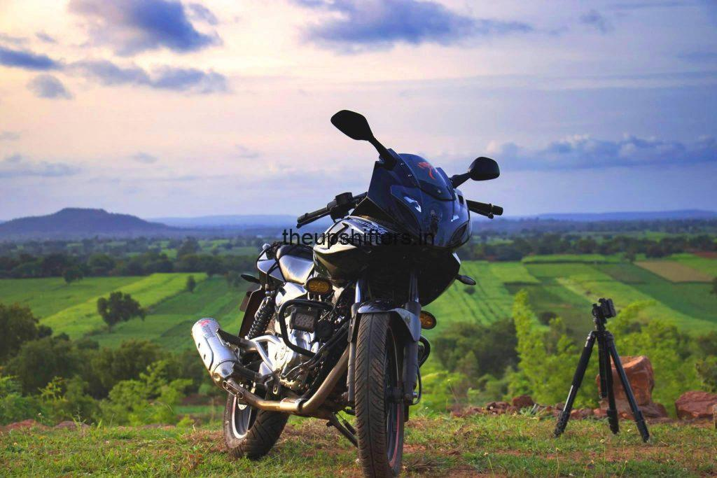 Bajaj Pulsar 220 – Chronicles of The Sundown Motographer