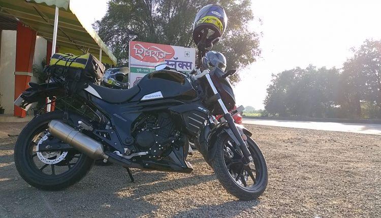 Mahindra Mojo 300ABS BSVI Black Pearl