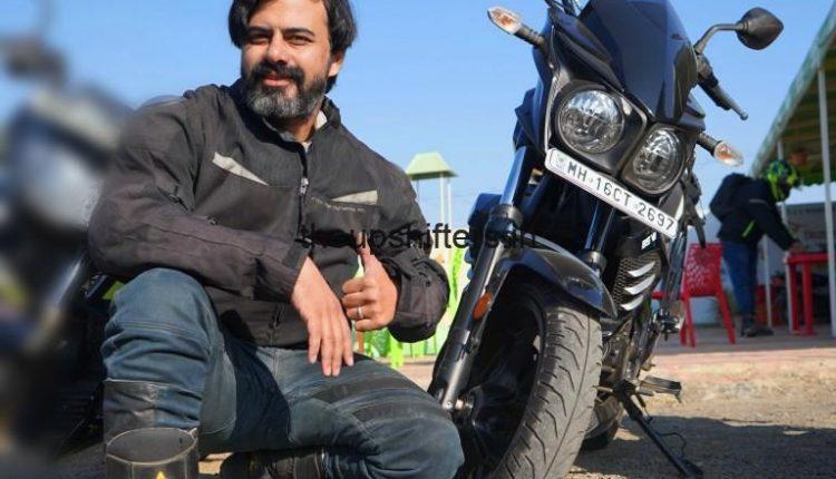 Mahindra Mojo300ABS BSVI Black Pearl front view