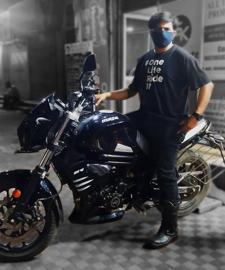 one life ride it Mahindra Mojo 300ABS BSVI Black Pearl