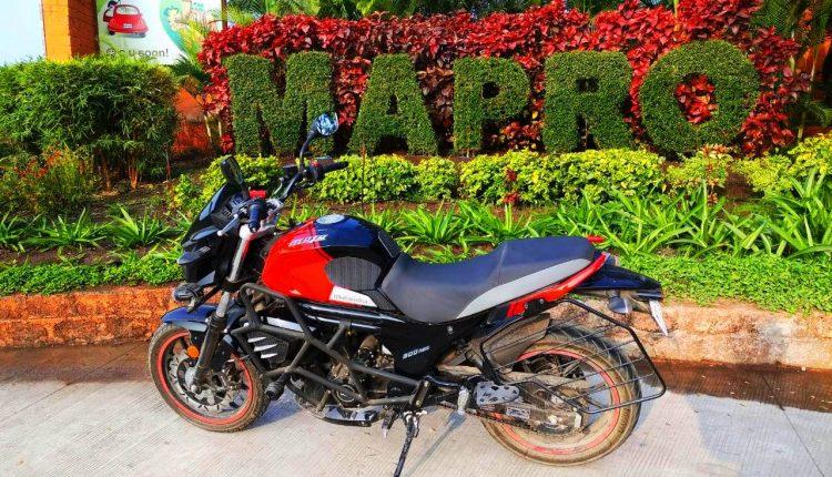 Mahindra Mojo ruby red